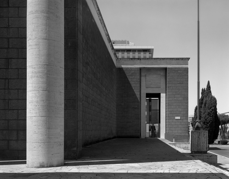 Hans-Christian Schink, EUR, Piazza Giovanni Agnelli #1 / Courtesy Galerie Rothamel, Galerie Kicken
