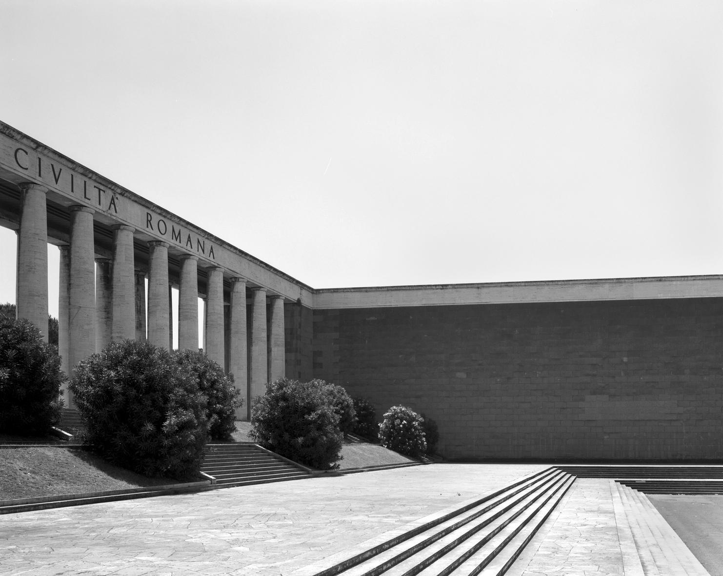 Hans-Christian Schink, EUR, Piazza Giovanni Agnelli #2 / Courtesy Galerie Rothamel, Galerie Kicken