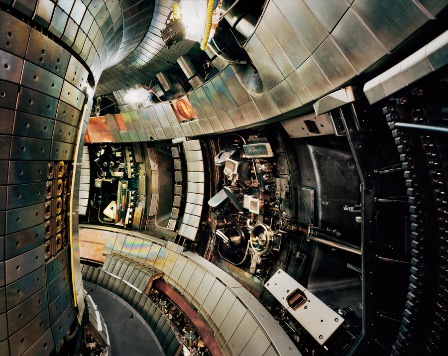 Thomas Struth, Tokamak Asdex Upgrade Interior 2, Max Planck IPP, Garching, 2009 Chromogenic print 141,6 x 176,0 cm / © Thomas Struth / Courtesy: Museum Folkwang, Essen