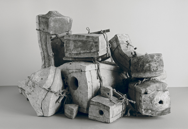 Johannes Wald, Broken Entity  (John the Baptist, Florentine, end of 16th century, marble, h. 143 cm, destroyed), 2016 / Courtesy Daniel Marzona Gallery