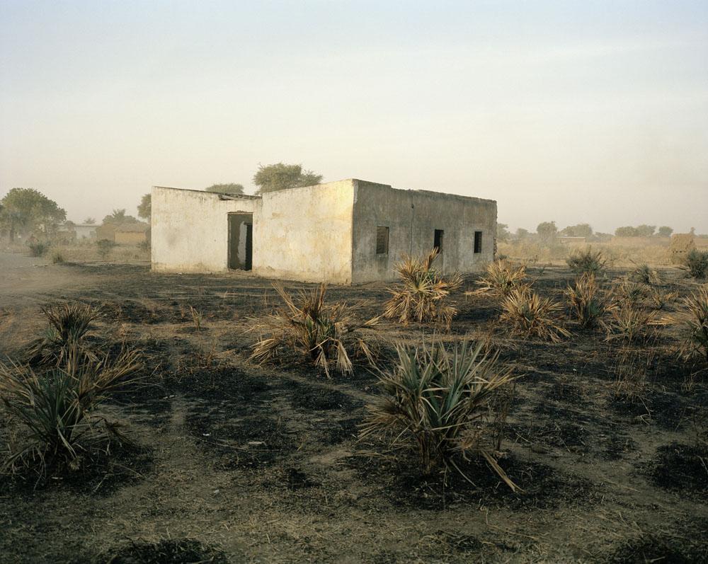 """Andréas Lang """"Namenloses Gebäude"""", 35 x 28 cm, Kamerun 2012 / © Andréas Lang"""