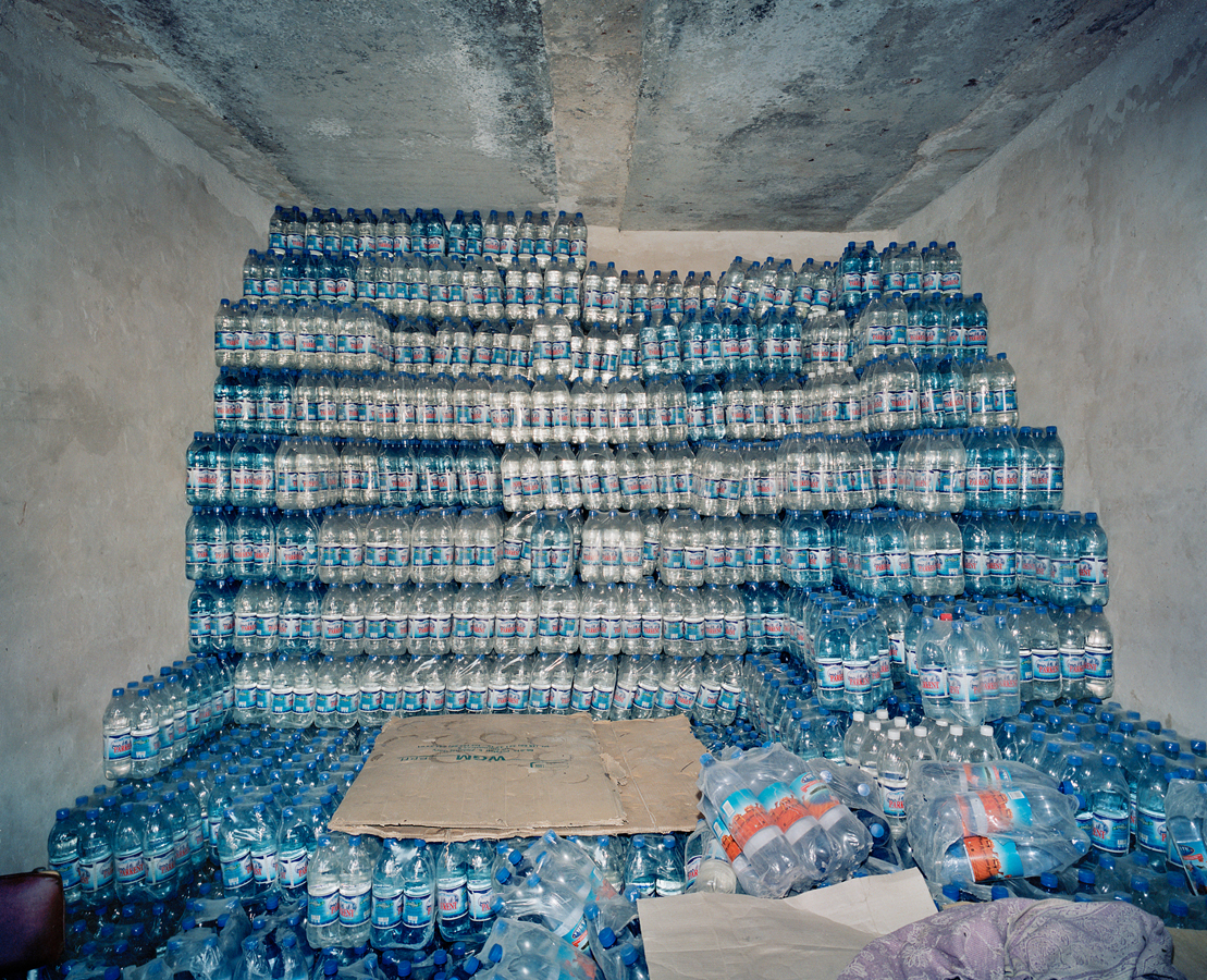 Armin Linke, Water shop, Nukus (Aral Lake) / Uzbekistan, 2001 © Armin Linke, Photo: Courtesy of the artist