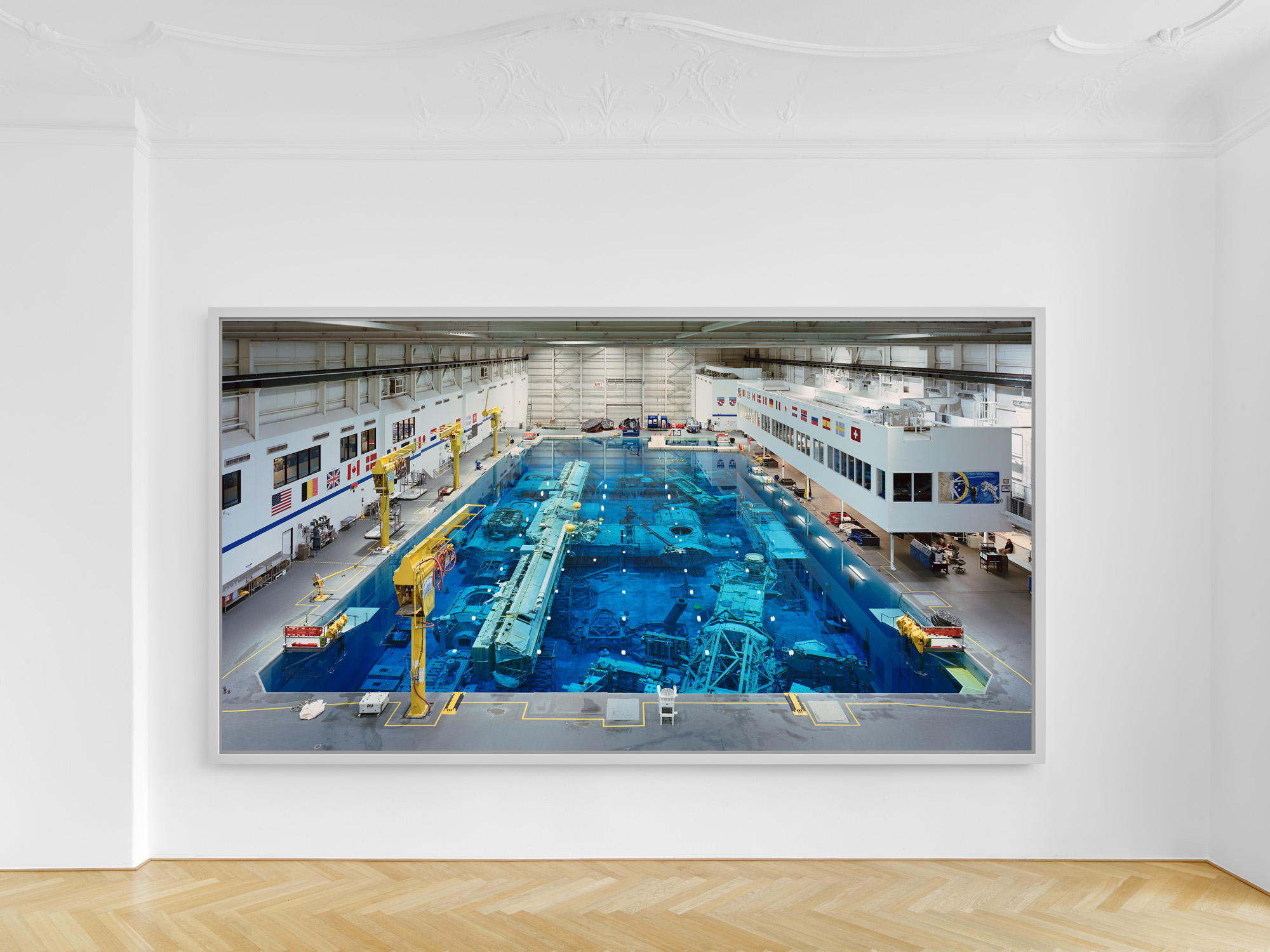 Installation view, Thomas Struth GMH, Bleibtreustrasse / photo: def image Courtesy of the artist and Galerie Max Hetzler, Berlin | Paris | London
