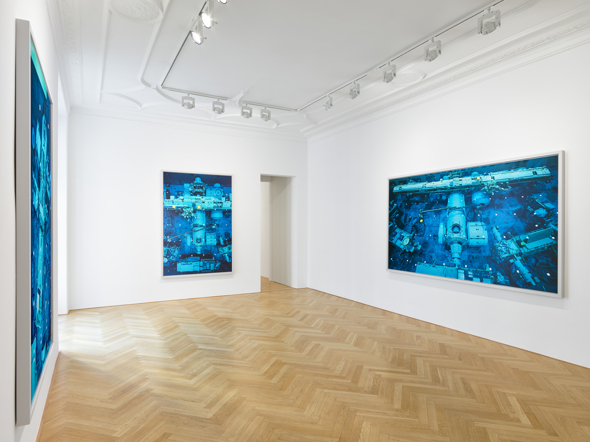 Installation view, Thomas Struth, GMH, Bleibtreustrasse / photo: def image, Courtesy of the artist and Galerie Max Hetzler, Berlin | Paris | London