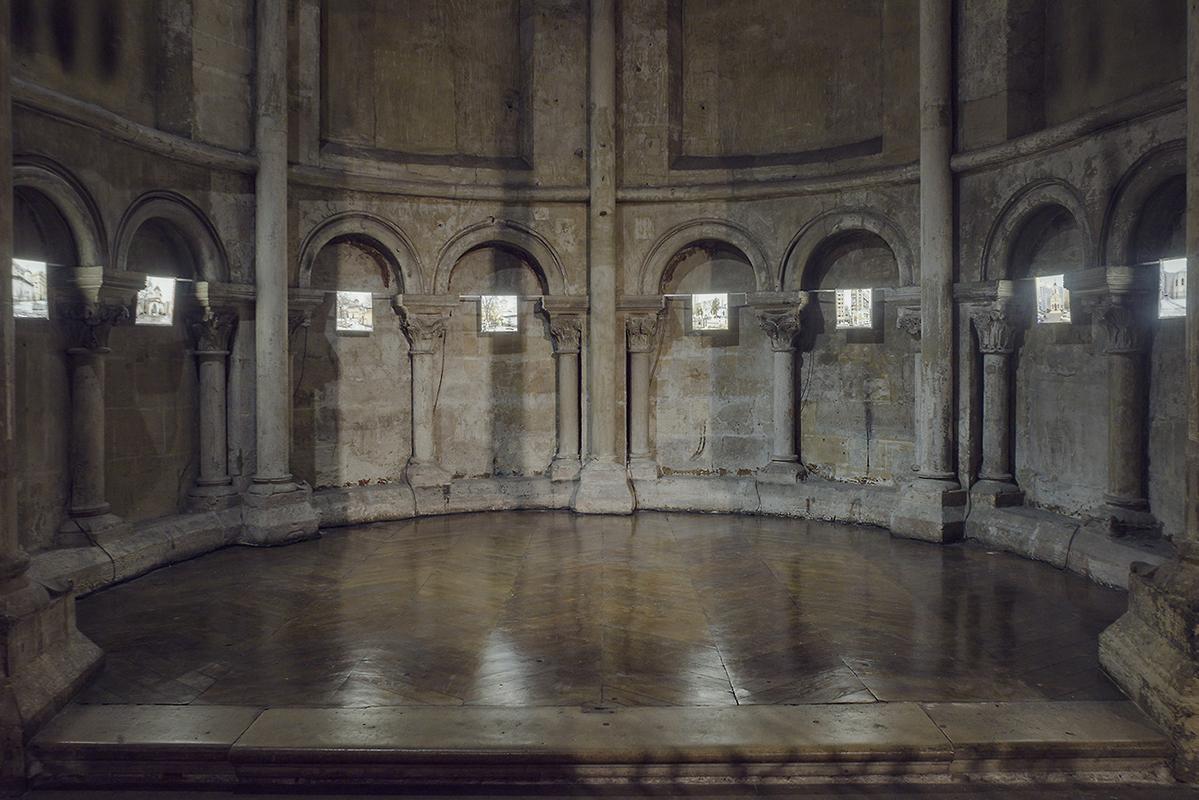 Ausstellungsdetailansicht, Einzelausstellung, Festival Photo Saint Germain, Kirche Saint Germain des Prés, Paris, 2017, 8 Leuchtkästen 30 x 30cm © Anton Roland Laub