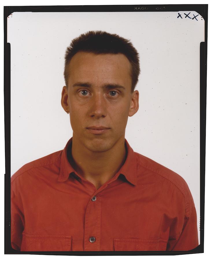 © Thomas Ruff, Family*5, Markus Türk, 1989, Kontaktabzug vom 4 x 5 inch Negativ, chromogener Print, 59,5 x 49,5 cm. / Courtesy of the artist.