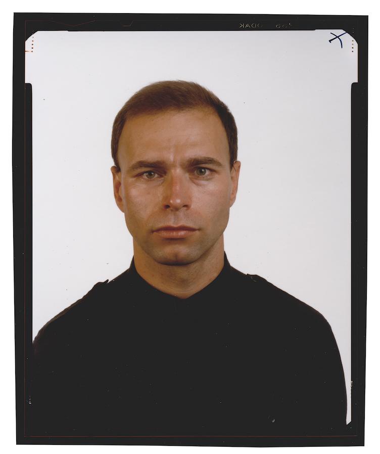 © Thomas Ruff, Family*5, Xao Seffcheque, 1989, Kontaktabzug vom 4 x 5 inch Negativ, chromogener Print, 59,5 x 49,5 cm. / Courtesy of the artist.