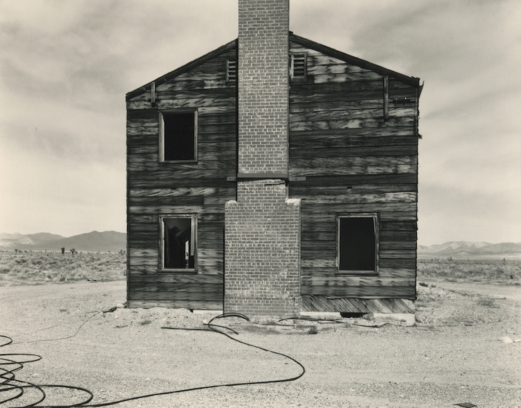 "© Mark Ruwedel, ""Typical American House"", Nevada Test Site, Yucca Flat, Apple II Test Site, 1995 / © Mark Ruwedel"