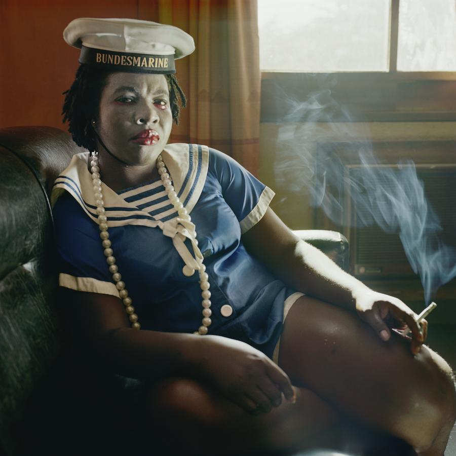 "Pieter Hugo, Obechukwu Nwoye, Enugu, Nigeria, aus der Serie ""Nollywood"", 2008 © Courtesy of the artist"