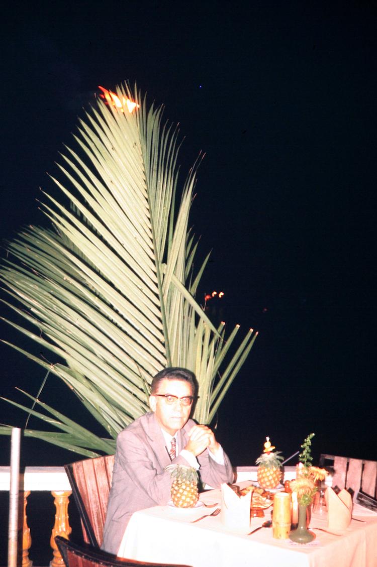 Johanna Diehl, MAGAZIN A.W.D. 13-25 (Bangkok 1973), 2019, aus der Serie Dead Dad Wild Country, C-Print, 47 x 33 cm, Courtesy die Künstlerin und Galerie Wilma Tolksdorf Frankfurt/Berlin