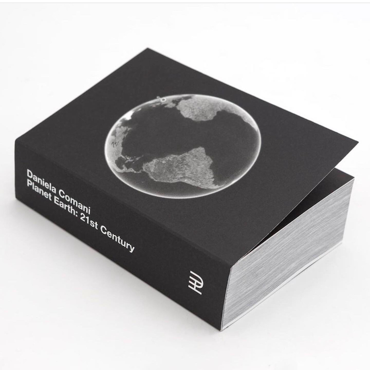 "Daniela Comani, Book ""Planet Earth: 21st Century"", Cover"