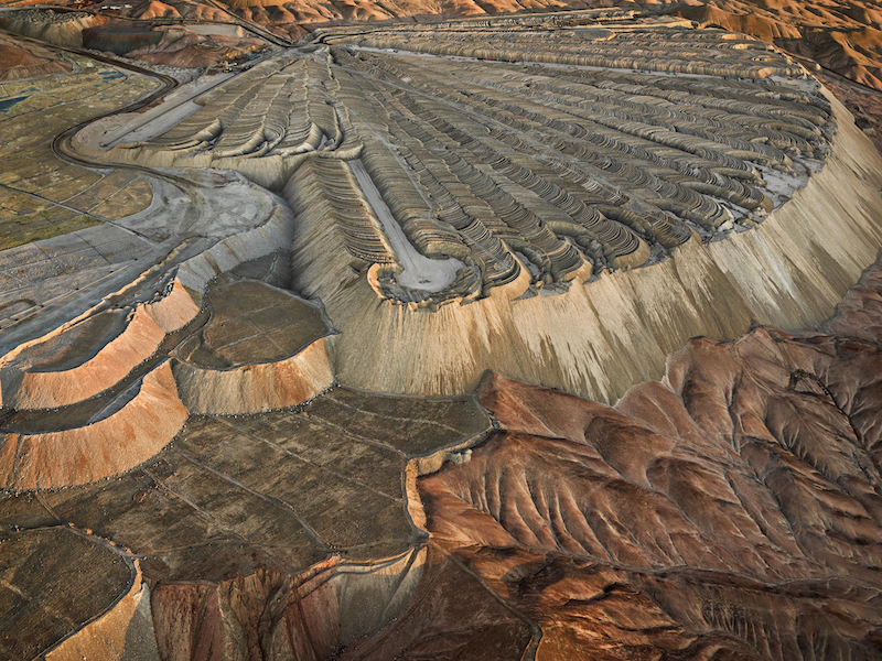 Christophe Guye Galerie © Edward Burtynsky, Chuquicamata Copper Mine Overburden 2, Calama Chile, 2017