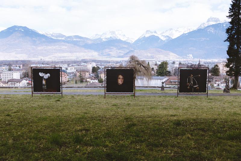 © Brigitte Lustenberger, WHAT IS LOVE, Outdoor installation / Courtesy Christophe Guye Galerie
