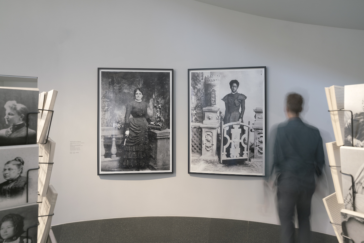 Installation view - Time Present. Photography from the Deutsche Bank Collection (June 10, 2020-February 8, 2021); Mathilde ter Heijne, Woman to Go 2005 – ongoing, © Mathilde ter Heijne, Photo: Mathias Schormann
