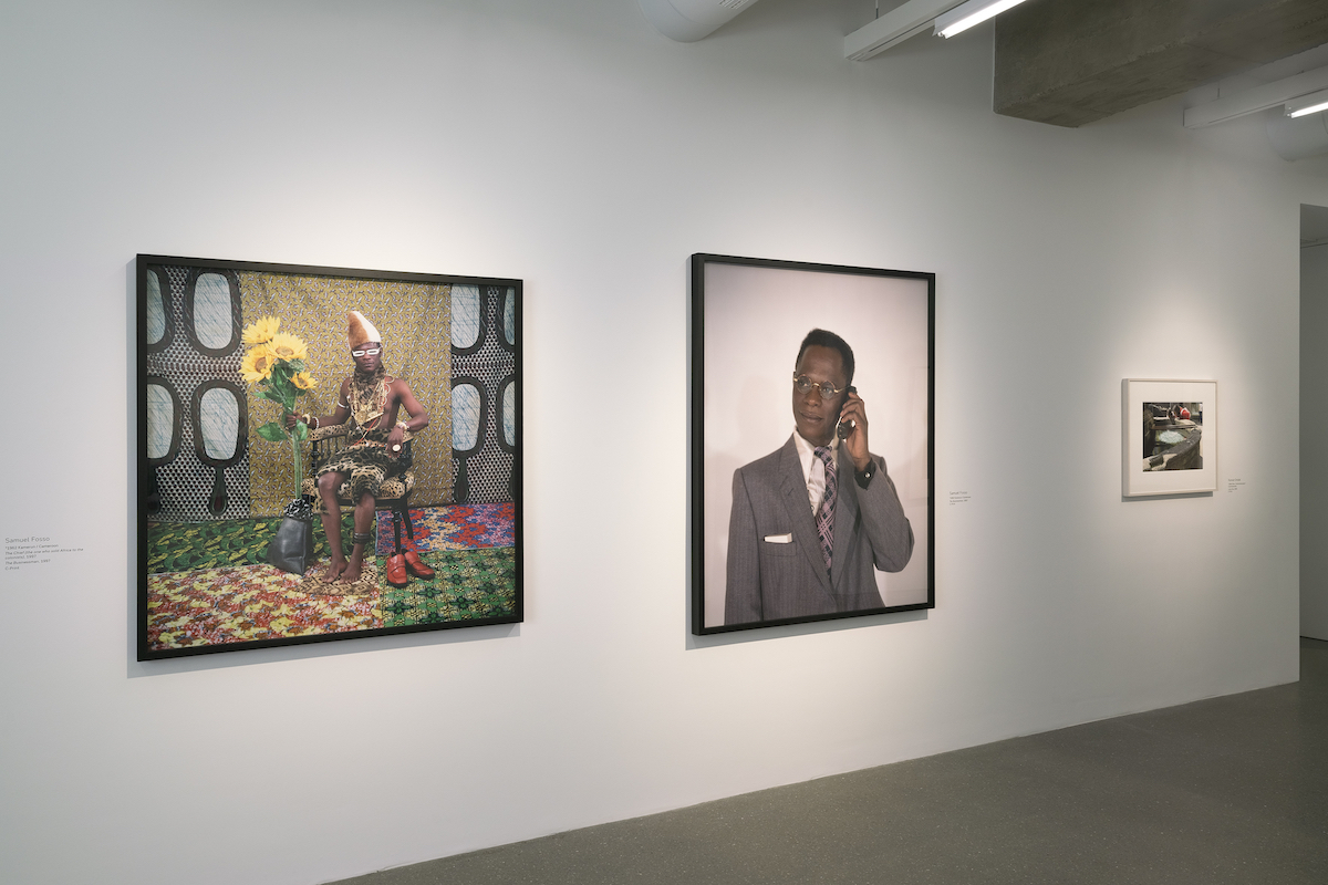 Installation view - Time Present. Photography from the Deutsche Bank Collection (June 10, 2020-February 8, 2021); Samuel Fosso, The Chief (the one who sold Africa to the colonists) 1997, The Businessman 1997 © Samuel Fosso, courtesy JM Patras, Paris; Roman Ondak, Lucky Day 2006 © Roman Ondak, Photo: Mathias Schormann
