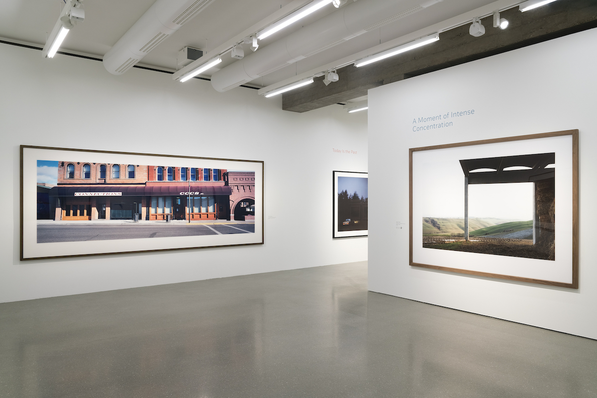 Installation view - Time Present. Photography from the Deutsche Bank Collection (June 10, 2020-February 8, 2021); Axel Hütte, Vescona II 1991 © Axel Hütte, VG Bild-Kunst, courtesy of the Galerie Wilma Tolksdorf; Wim Wenders, Street Front in Butte, Montana 2000 © Wim Wenders, Photo: Mathias Schormann