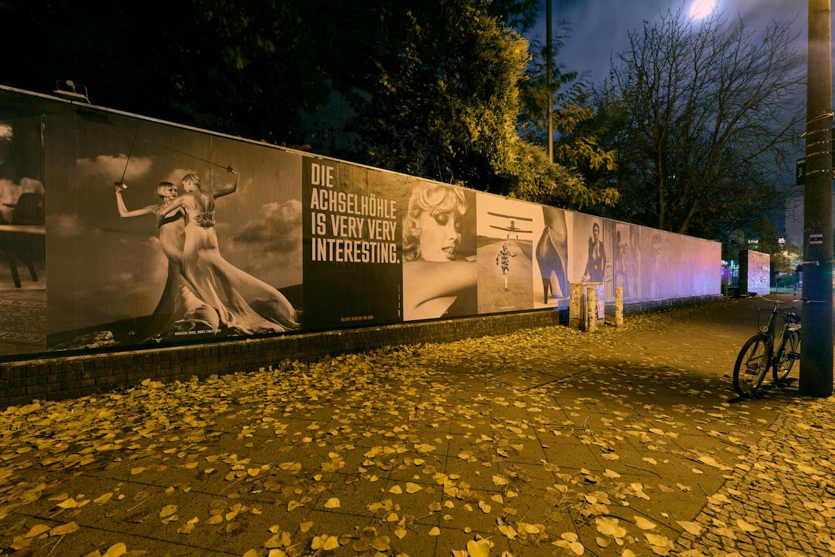HELMUT NEWTON ONE HUNDRED – die große Outdoor-Ausstellung / © Helmut Newton Estate / Installation view by Uwe von Loh